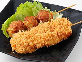 揚げシュウマイ(奥)・上州麦豚串カツ(手前)